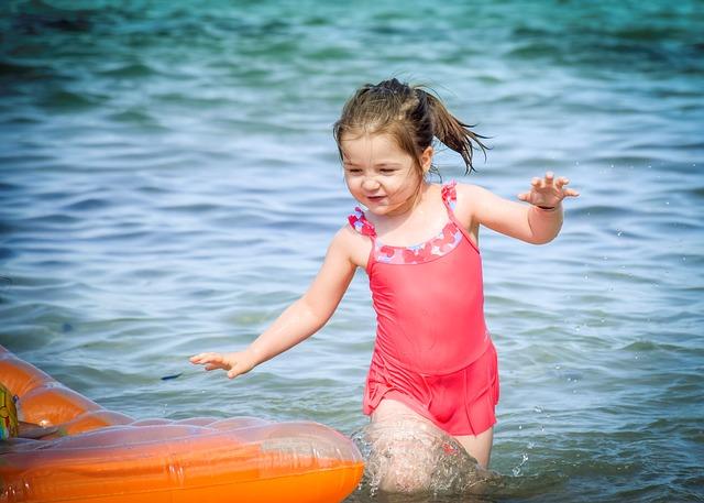 holčička v plavkách