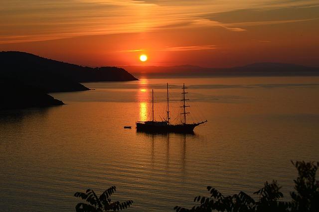 západ slunce za mořem